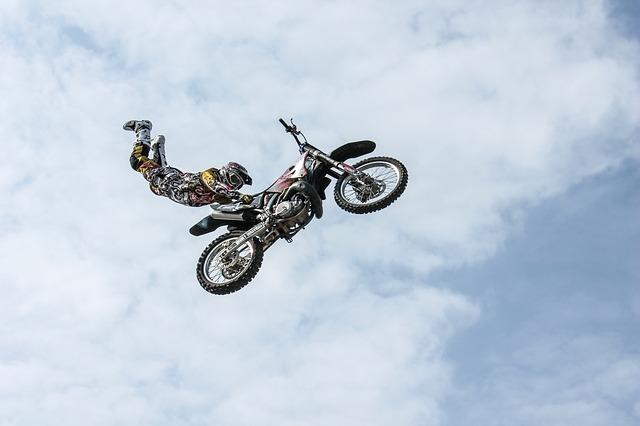バイクでジャンプ